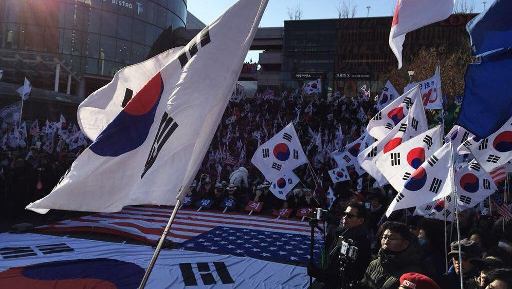 """Fotostrecke: Proteste gegen Nordkoreas Teilnahme an den Winterspielen - """"Wir haben genug!"""""""