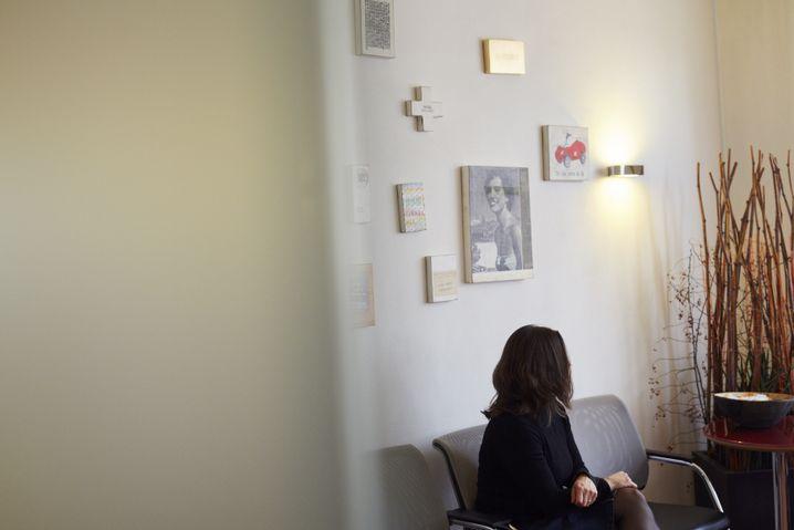 Patientin Butterwegge in Wartezimmer: 6000 Euro pro Befruchtungsversuch