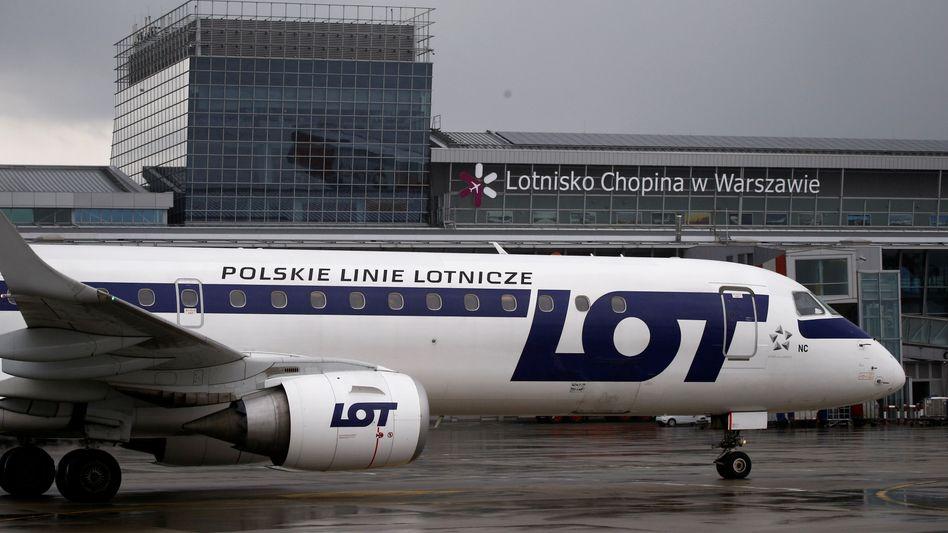 Maschine der Fluglinie LOT in Warschau: Die Gesellschaft kauft den deutschen Ferienflieger Condor