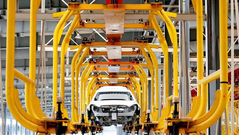 Auto in chinesischer Fabrik: Werden Aktien chinesischer Unternehmen künftig nicht mehr an US-Börsen gehandelt?