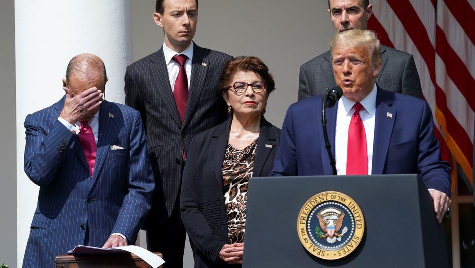 """""""Niemand hat je für die Schwarze Gemeinschaft getan, was Präsident Trump getan hat"""", findet Trump"""