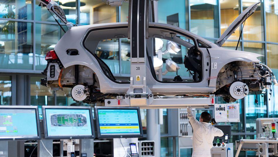 E-Golf: Zwei Jahre früher als geplant will VW eine Million E-Autos produziert haben