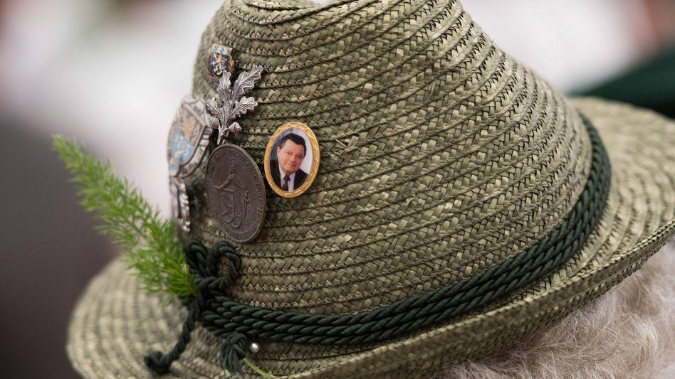 A pin on a Bavarian hat depicting Franz Josef Strauss.
