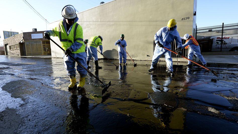 Nahe Los Angeles: Pipeline geplatzt - Zehntausende Liter Öl verschmutzen Straße