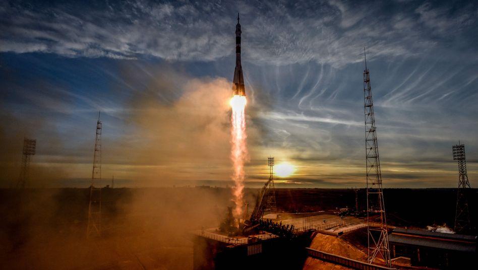 """Mit einer """"Sojus""""-Kapsel sollen Schauspieler zur Internationalen Raumstation befördert werden"""