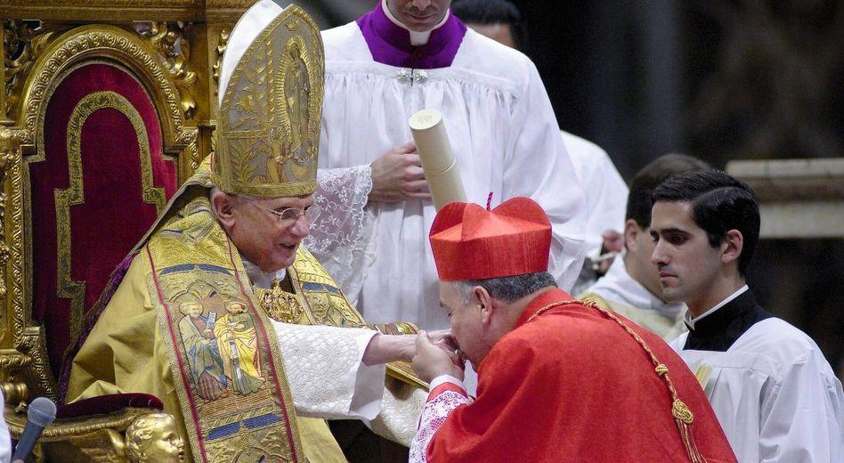 Papst Benedikt XVI. im Petersdom: »Wer Karriere machen will, muss antimodern sein«