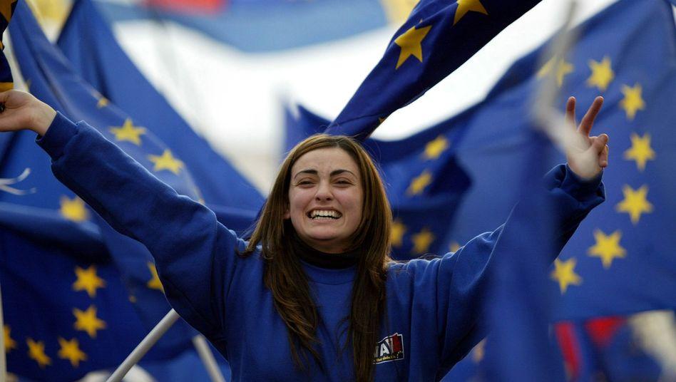 Junge Europäerin: Das Vertrauen in die EU schwindet