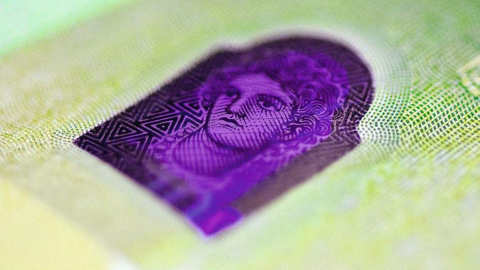 Hologramm auf einer 100-Euro-Note