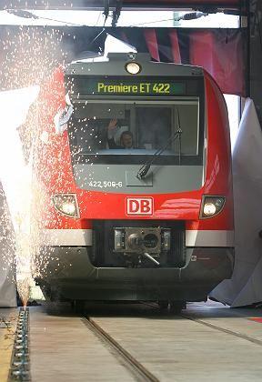 DB Regio (bei der Inbetriebnahme eines Triebwagens in Düsseldorf): Der Vertragspartner VRR kritisiert den Renditedruck vor dem Börsengang der Bahn