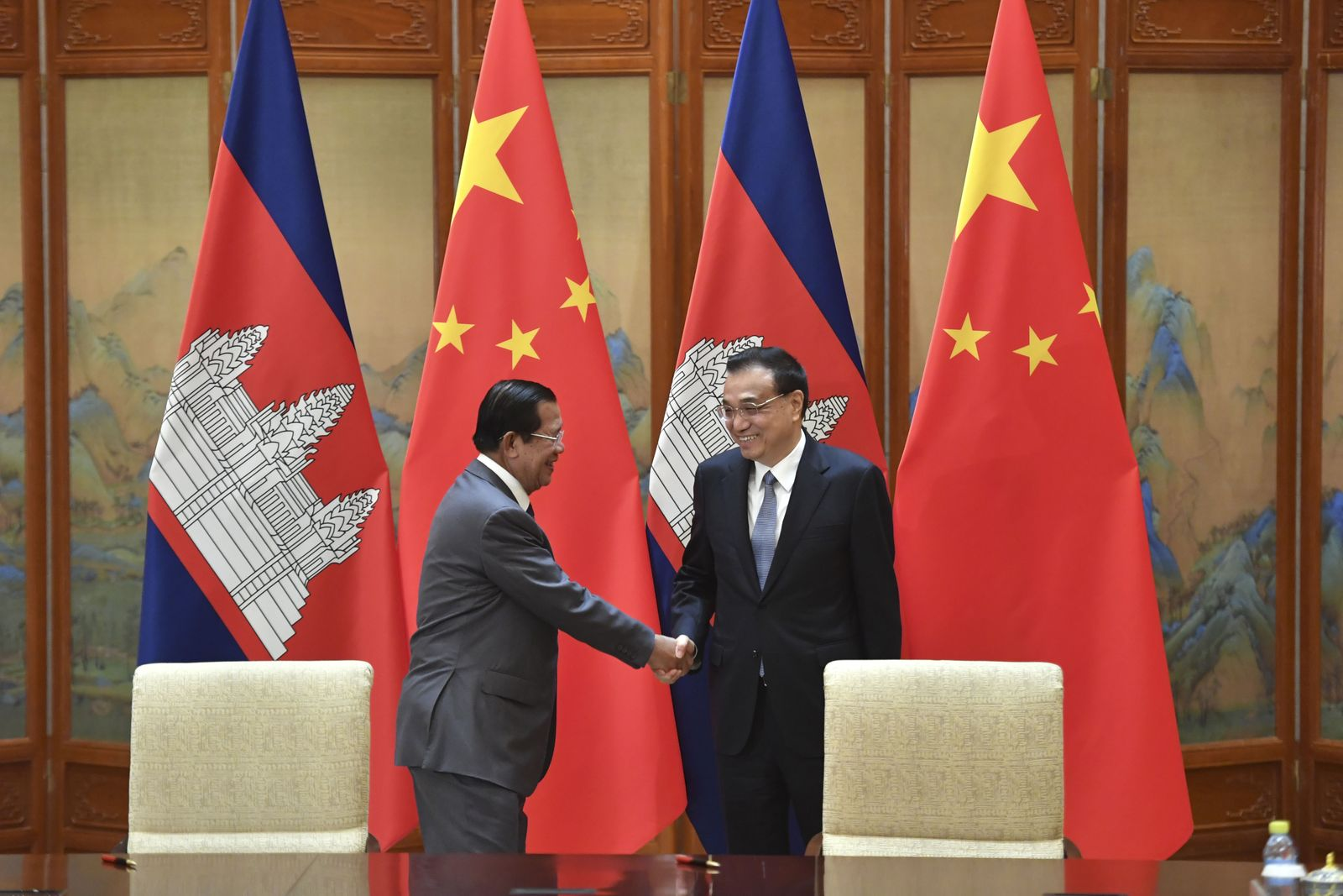 Prime Minister of Cambodia Meets With Premier of China in Beijing