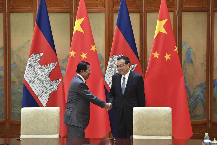 Kambodschas Premier Hun Seun und sein chinesischer Amtskollege Li Keqiang
