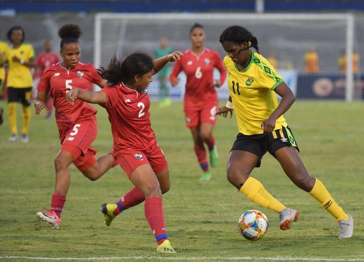 Khadija Shaw (r.) spielt in der kommenden Saison in der französischen Liga