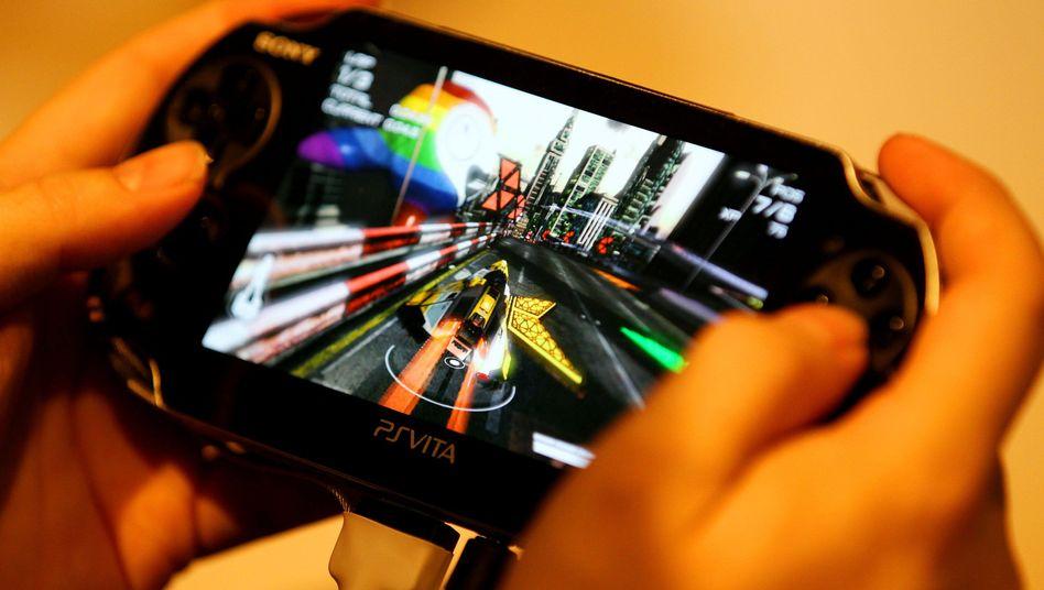 Spieler mit Playstation Vita
