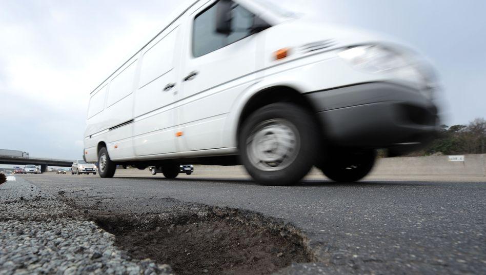 Beschädigte Autobahn: Die Sommerhitze setzt den Straßen zu