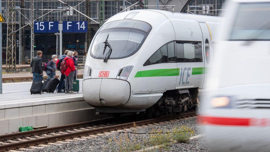 Ein ICE am Hauptbahnhof in Leipzig
