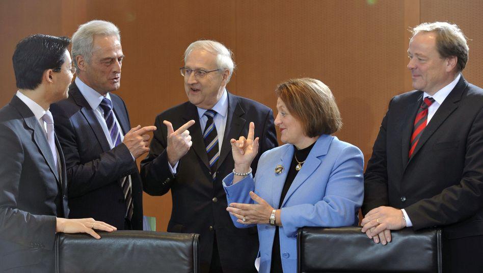 Minister Rösler, Ramsauer, Brüderle, Leutheusser-Schnarrenberger, Niebel (v.l.): FDP verliert