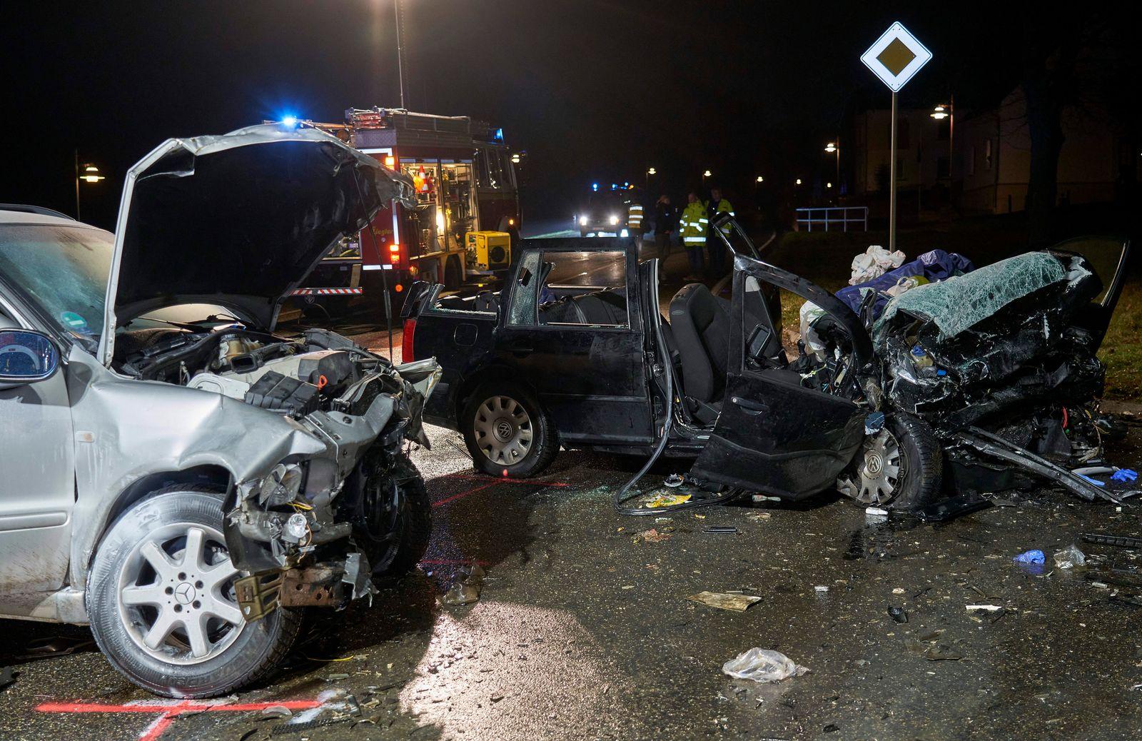 Zwei Tote und mehrere Schwerverletzte bei Unfall