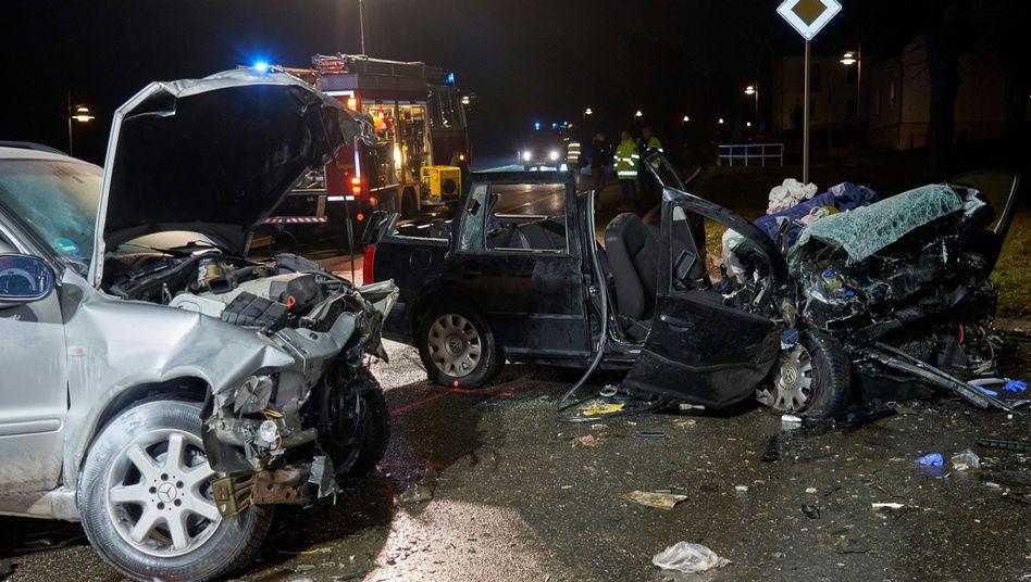 Tödlicher Unfall in Hilgert: Autowracks auf der Landstraße 307 im Westerwaldkreis