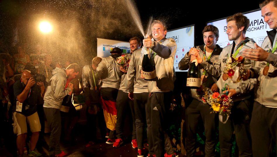 Moritz Fürste und die deutsche Mannschaft beim Feiern