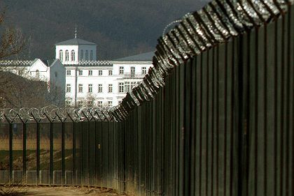 Von einem zwölf Kilometer langen Sicherheitszaun abgeschirmt: Das Kempinski Grand Hotel, Tagungsort des G-8-Gipfels Anfang Juni in Heiligendamm