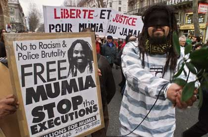 Some 2,000 people demonstrated outside the US embassy in Paris in support of Mumia Abu-Jamal in 2000.