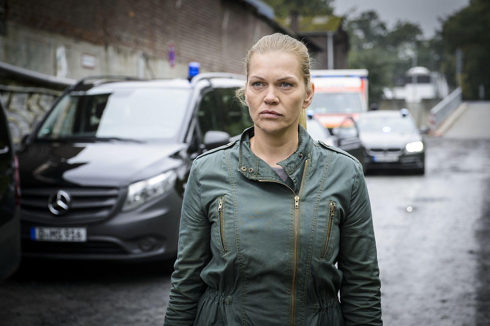 EINMALIGE VERWENDUNG TV/ Helen Dorn