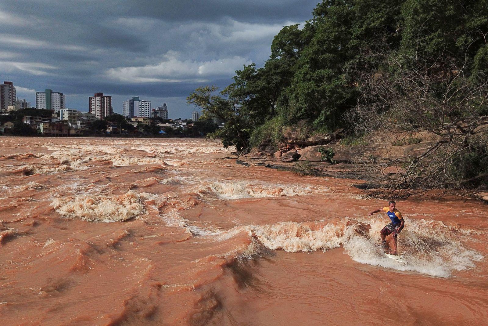 TOPSHOT-BRAZIL-SURF-RIVER