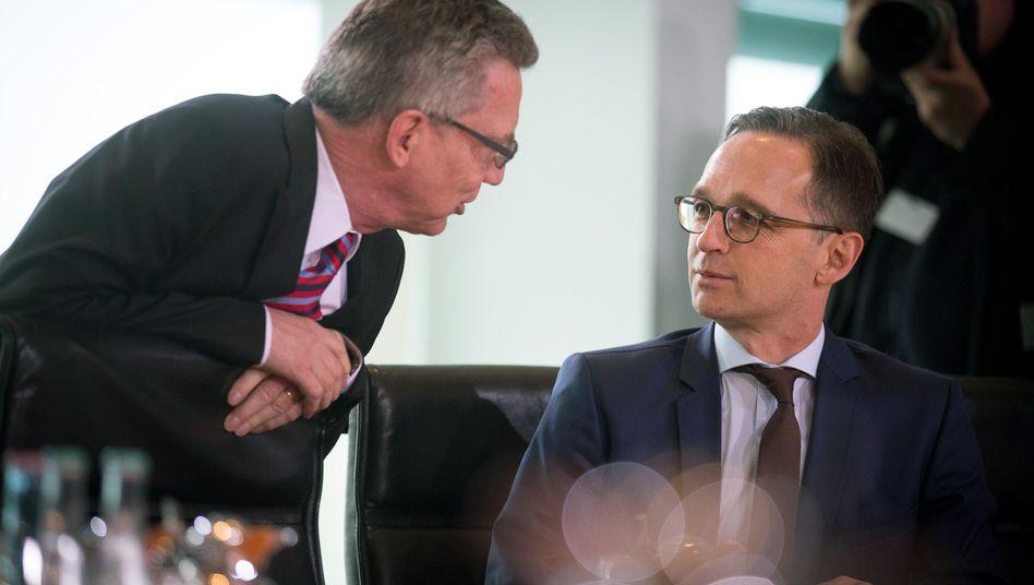 Bundesinnenminister Thomas de Maizière(CDU) und Bundesjustizminister Heiko Maas (SPD): Die Vorratsdatenspeicherung kommt