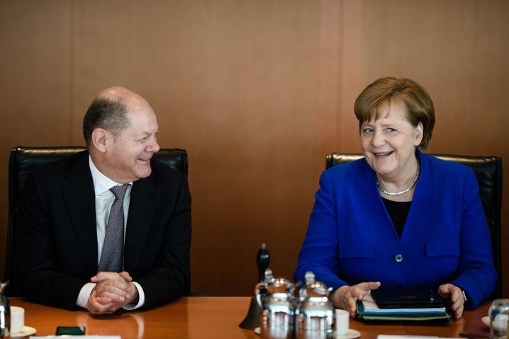 Olaf Scholz und Angela Merkel beim wöchentlichen Treffen des Regierungskabinetts