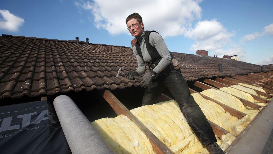 Wärmedämmung eines Daches in Köln: Ein Prozent mehr Wirtschaftsleistung