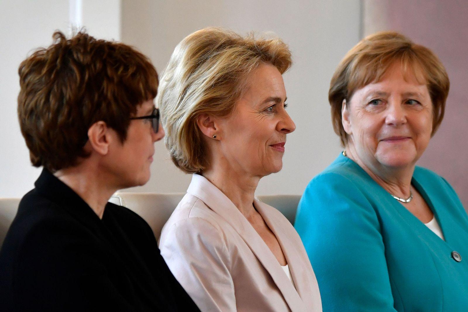 Annegret Kramp-Karrenbauer, Ursula von der Leyen, Angela Merkel 90747397-big