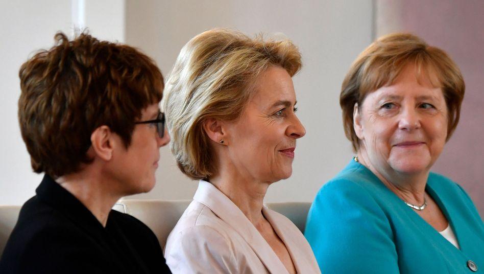 Annegret Kramp-Karrenbauer, Ursula von der Leyen, Angela Merkel