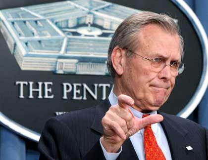 Pentagon-Chef Rumsfeld: Angeblich nur Forschung im Sinn