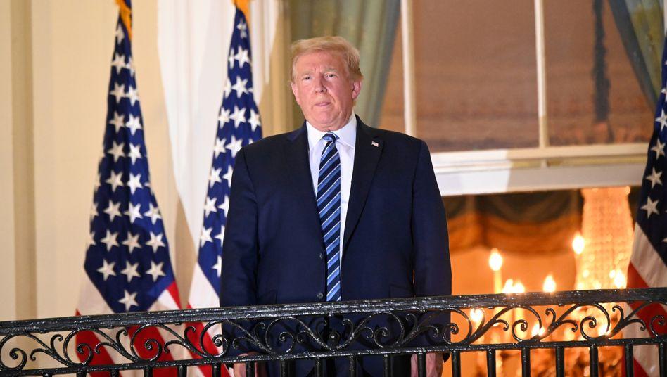 Donald Trump auf dem Balkon des Weißen Hauses