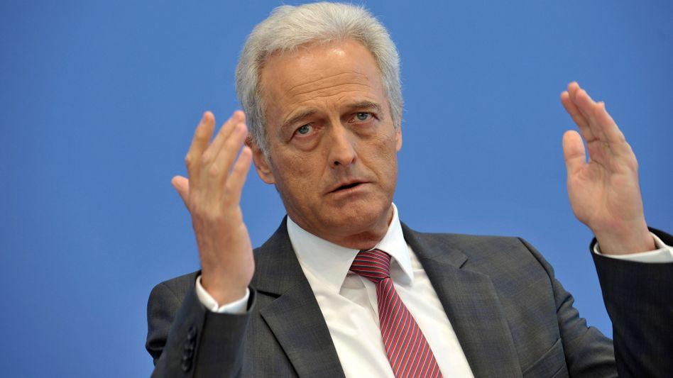 Peter Ramsauer in der Bundespressekonferenz: Mehr Punkte für Fahren im Vollrausch.