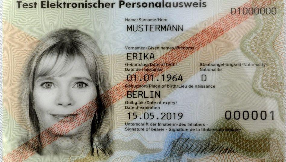 """Der neue """"Perso"""": Ab November hat der Ausweis Scheckkartenformat"""