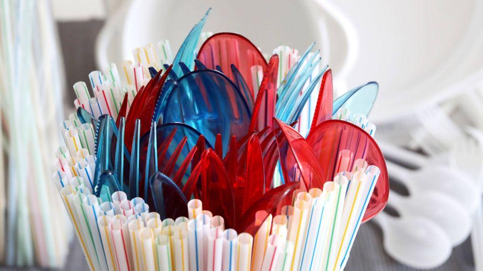 Strohhalme, Besteck und Teller aus Einmalplastik sind ab sofort verboten
