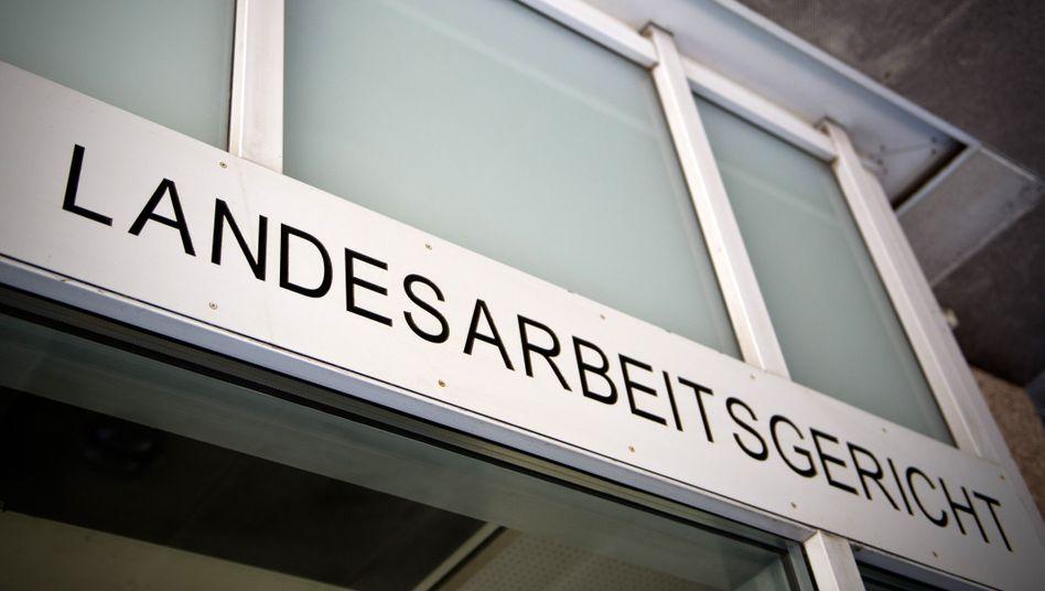 Eingang zum Landesarbeitsgericht in Düsseldorf
