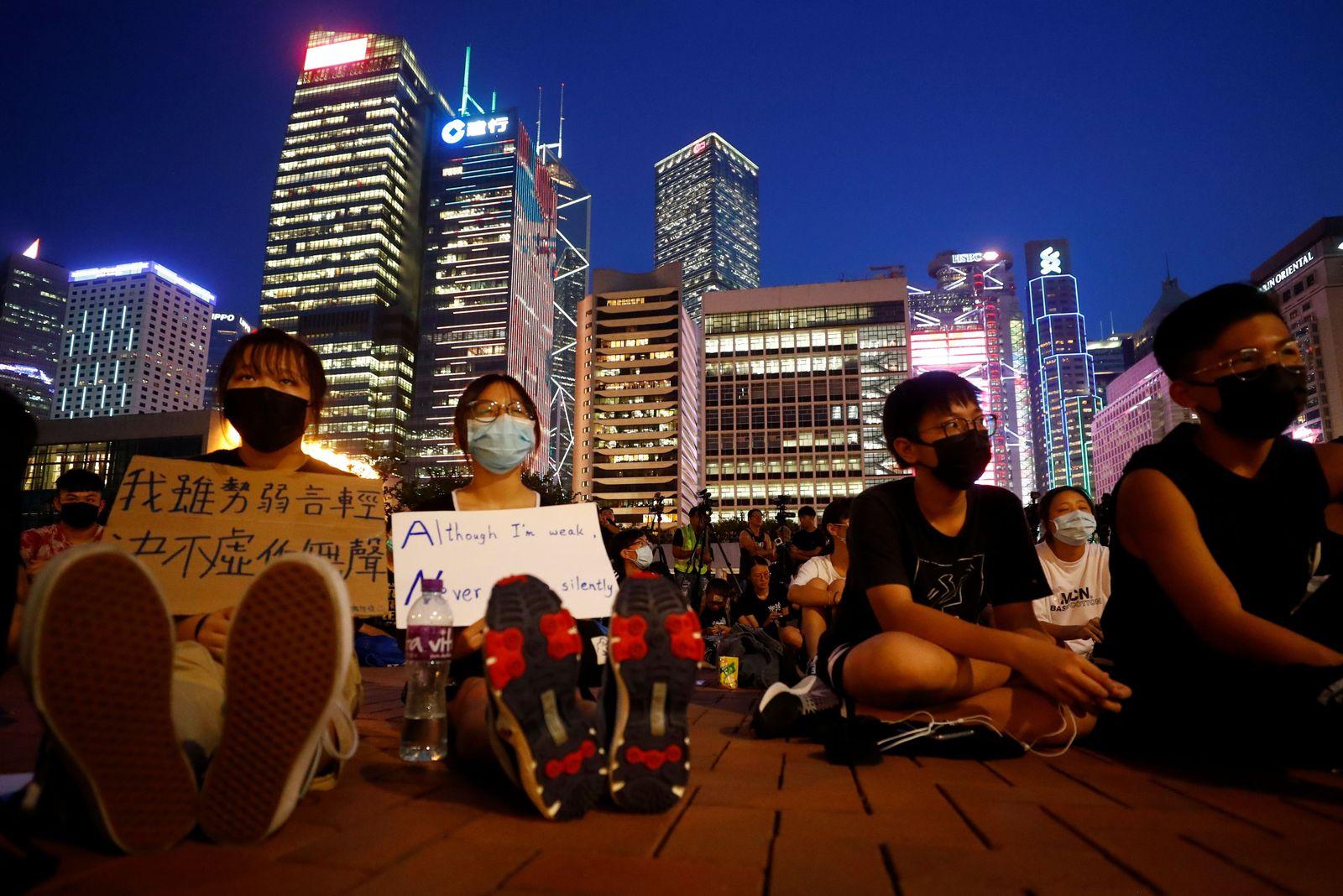EINMALIGE VERWENDUNG SP SPIEGEL 35/2019 Ewiger Kniefall - Seite 60 Hongkong Demonstranten
