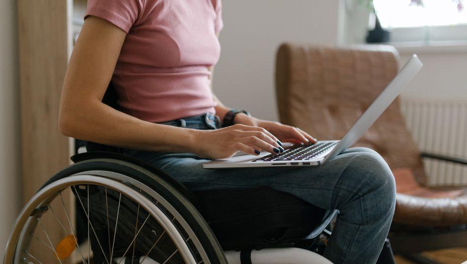 Studium im Homeoffice: Ständig nur auf den Laptop gucken macht einsam (Symboldbild)