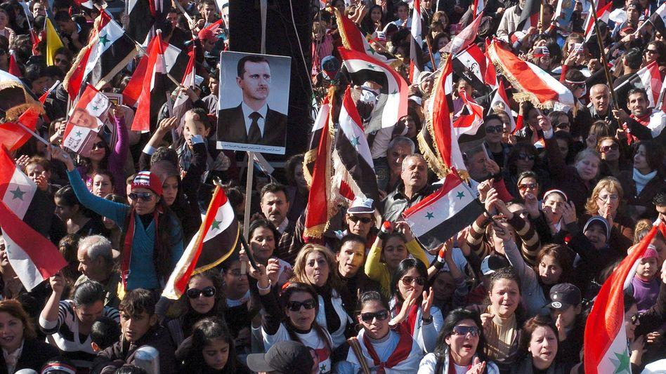 Pro-Assad-Demo: Menschen neigen dazu, das System zu verteidigen, in dem sie leben