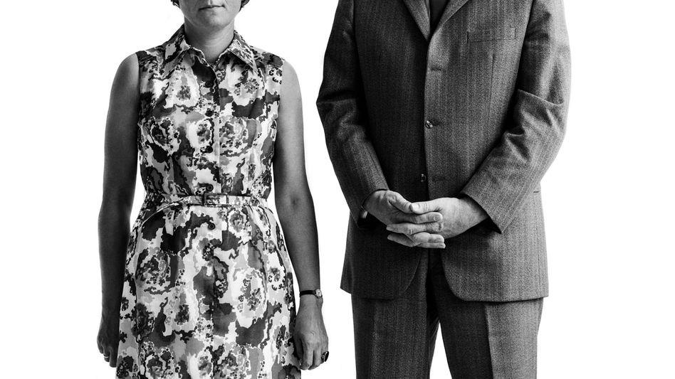 Aufrecht und geradeaus: Eines der Paare der Fotografin Beate Rose