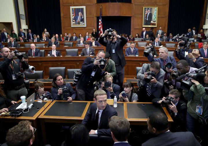 Zuckerberg kurz vor Beginn der Anhörung