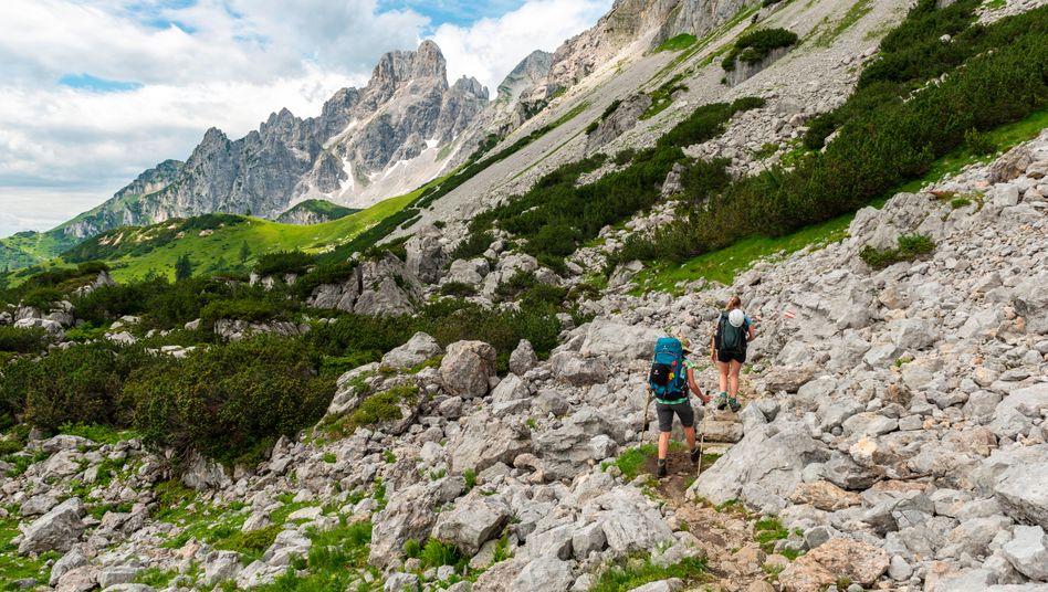 Wanderer im Dachsteingebirge (Archivbild)