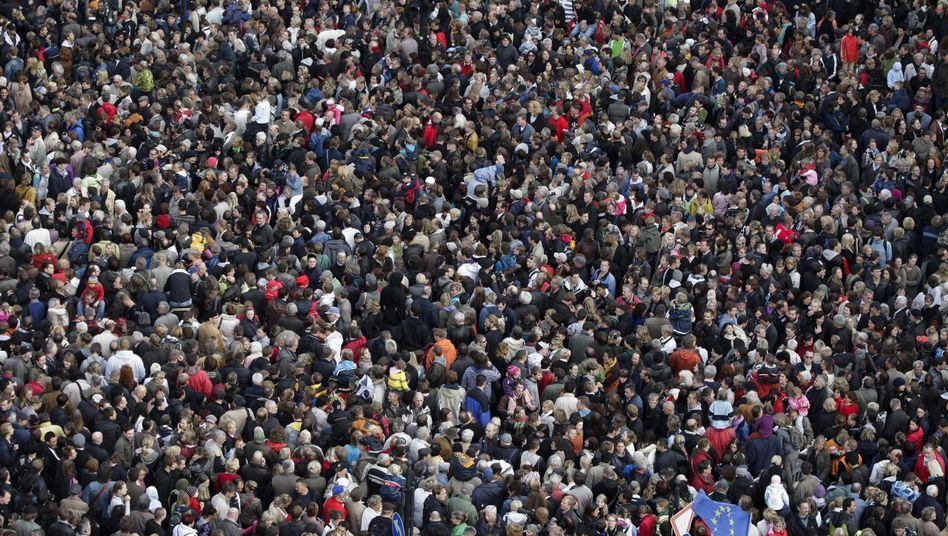 Menschenmenge (Symbolbild)