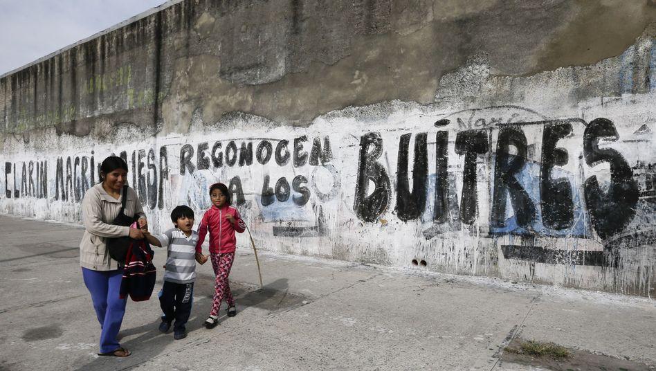 """Graffiti gegen """"Geier"""": Argentinien verdächtigt Hedgefonds des Insiderhandels"""