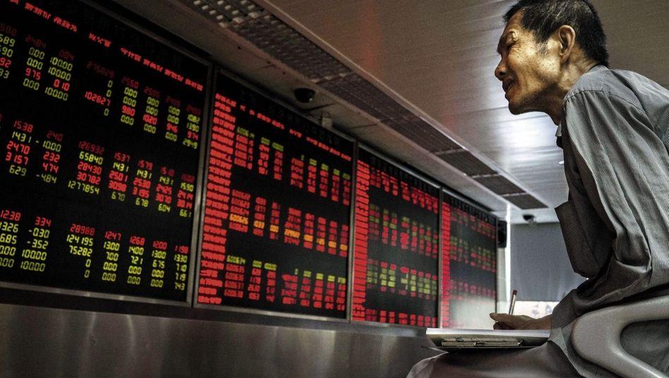 Börsianer in Peking: Um das Wachstum wieder anzukurbeln, ermunterte die Regierung die Bevölkerung, Geld in Aktien zu investieren