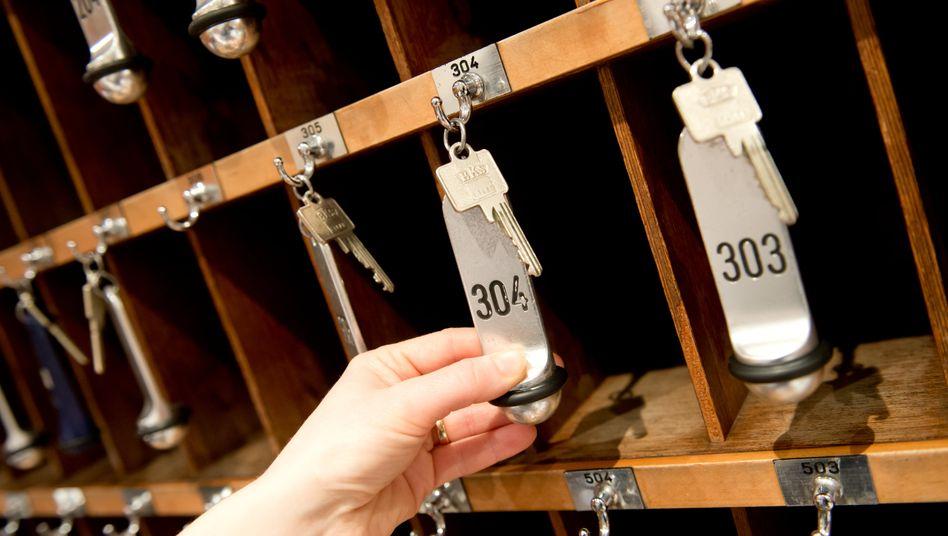Hotelzimmerschlüssel (Symbolfoto): Beherbungsverbot in Brandenburg vorläufig außer Vollzug