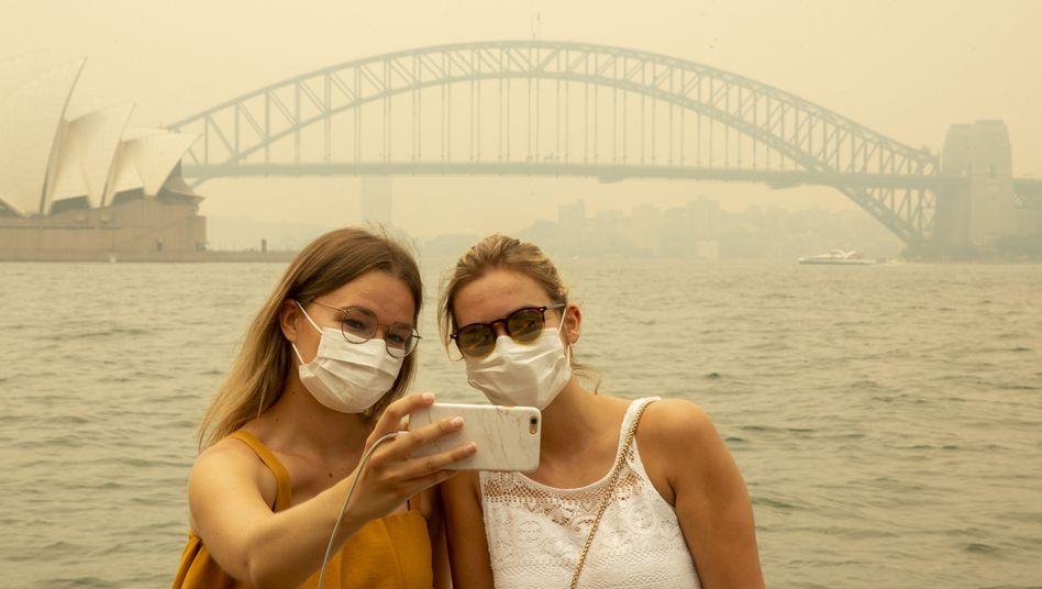 Touristinnen in Sydney: Geld zurück bei Pauschalreisen