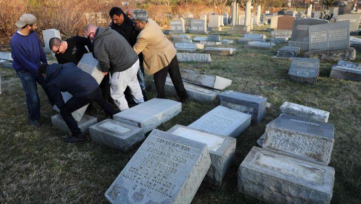 """Geschändeter jüdischer Friedhof: """"Das ist keine zufällige Tat"""""""